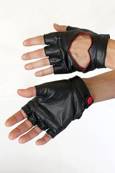 Five and Diamond Steam Trunk Heart Gloves