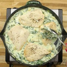 healthy dinner recipes videos Lightened up spinach and artichoke chicken! Make this easy, healthy dinner! Healthy Dinner Recipes, Keto Recipes, Cooking Recipes, Healthy Spinach Recipes, Spinach Dinner Recipes, Healthy Weeknight Dinners, Healthy Chicken Dinner, Spinach Stuffed Chicken, Baked Chicken Recipes