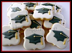 graduation cupcakes 25 Best Graduation Cookies Ideas So That You Can Congratulate The Young Graduate in the Most Delicious Way - Hike n Dip Graduation Desserts, Best Graduation Gifts, Graduation Cupcakes, Graduation Party Decor, College Graduation, Cut Out Cookies, Iced Cookies, Cute Cookies, Royal Icing Cookies