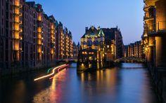 Hamburg Wasserschloss at Night - http://flic.kr/p/Lzvu2f