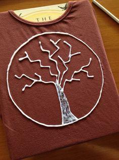 Camiseta decorada con gel de lejía. Explica como hacer gel de lejía casero.