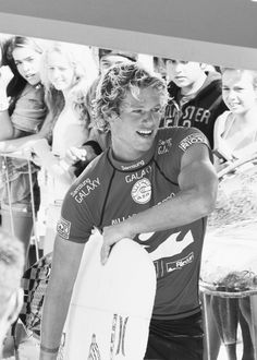 another gorgeous surfer boy - I think this is John John Florence Beautiful Boys, Pretty Boys, Beautiful People, Surf Mar, Surfergirl Style, Hot Surfers, Famous Surfers, John John Florence, Surfer Dude