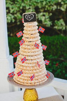 Norwegian wedding cake decorated with chalkboard topper and Norway flags @myweddingdotcom