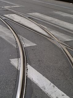 Lisboa - Largo da Graça / R. Voz do Operário  / walking along tram line 28