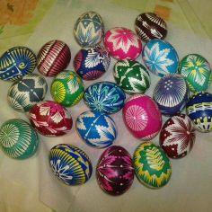 vajíčka Painted Shells, Rainbow Colors, Colorful, How To Make, Rainbow Colours, Painted Sea Shells