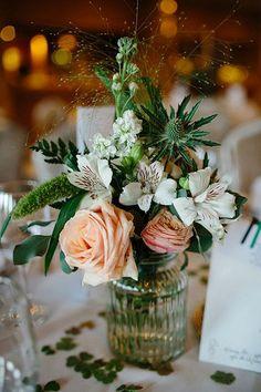 Existe una gran variedad de tipos de Matrimonio. Conoce en detalle los diferesntes estilos y tipos de matrimonio. Tendencias y como decorarlo a tu gusto. Prom Decor, Floral Wedding Decorations, Floral Centerpieces, Wedding Flowers, Hotel Wedding, Wedding Table, Wedding Ideas, Pink Wedding Colors, Spring Color Palette