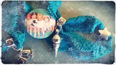 Braccialetto in pizzo elastico con charms e bottone in stoffa stile vintage