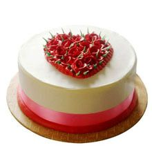 A good gift for wife:1Kg Eggless Desirable Rose Cake