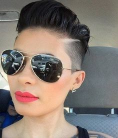 Cool Short Shaved Hairstyles 2017 in Undercut Short Shaved Hairstyles, Short Hair Undercut, Funky Hairstyles, Short Haircut, Summer Hairstyles, Brünetter Pixie, Pixie Cuts, Long Pixie, Natural Hair Styles