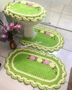 What Fabulous Christmas Holiday Overkill Crochet Table Mat, Crochet Doily Rug, Crochet Yarn, Bathroom Crafts, Bathroom Sets, Crochet Stitches Patterns, Cross Stitch Patterns, Textiles, Crochet Projects