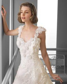 101 FABIANA / Wedding Dresses / 2013 Collection / Alma Novia / Shown with Straps (close up)