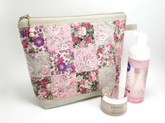 Waterproof toiletry zipper pouch / Checked patchwork, squares of sand & pink floral printed coton, beige linen