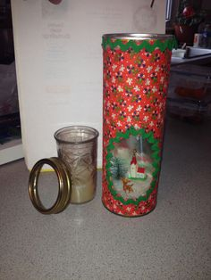 3D Christmas candle scene craft using a Pringles can.