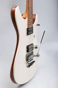 Une Soultool Customized Guitars Switzerland avec un killswitch. Retrouvez des cours de guitare d'un nouveau genre sur MyMusicTeacher.fr