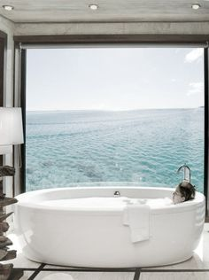 amazing tub by the ocean