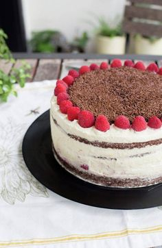 Raspberry Dulce de Leche Chocolate Cake or Torta Mixta in Chile is a delicious, traditional recipe. Chilean Recipes, Chilean Food, Puff Pastry Dough, Cake Flour, Cakes And More, Yummy Cakes, Chocolate Cake, Raspberry, Cheesecake