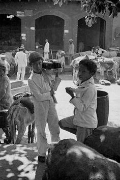 Vendedores de Agua de papelon y dulces en el centro de Caracas 1950