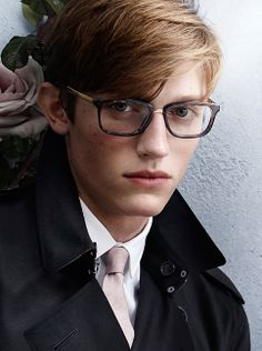 Inspired by the iconic Burberry trench coat - optical frames from the latest Burberry S/S14 campaign Mario Testino, Pixie Cut, Stylish Men, Men Casual, Mens Glasses, Men's Grooming, Summer 2014, Spring Summer, Men Summer