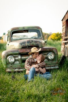 Old truck wedding pic country couples, couple senior pictures, country couple pictures, couple Country Couple Pictures, Couple Senior Pictures, Country Couples, Couple Picture Poses, Engagement Pictures, Couple Photos, Senior Pics, Senior Year, Family Pictures