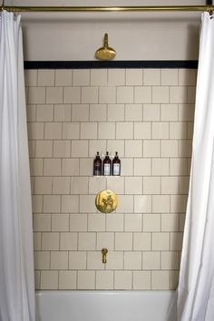 Ace Hotel New York shower Gold Bathroom, Bathroom Fixtures, Modern Bathroom, Classic Bathroom, Shower Bathroom, Bad Inspiration, Bathroom Inspiration, Ace Hotel New York, Bathroom Interior Design