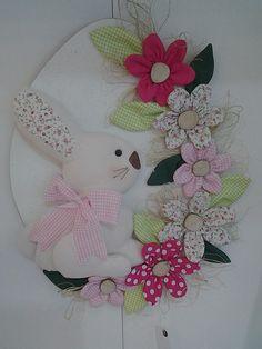 Easter Flower Arrangements, Rabbit Crafts, Easter Pillows, Felt Crafts, Diy And Crafts, Easter 2018, Diy Ostern, Easter Celebration, Easter Crafts For Kids