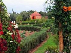 Jardin bio-aromatique de l'Ourika. Mooie tuinen waar je tijdens een rondleiding info krijgt over gebruikte kruiden en de productie van Arganolie. Niet ver van Marakech in de Ourika vallei. Leuk bij een stedentrip Marrakech, krijg je wat meer een beeld van het platteland.