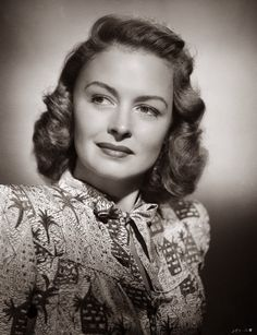 Donna Reed (January 1921 – January an American film and television actress and producer. Old Hollywood Glamour, Hollywood Actor, Golden Age Of Hollywood, Vintage Hollywood, Hollywood Stars, Hollywood Actresses, Classic Hollywood, The Donna Reed Show, 1940s Hairstyles