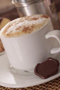 """Jueves de antojo... Disfruta hoy de un delicioso """"CAPUCHINO"""" de la #reposteriaastor   www.elastor.com.co"""