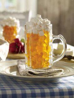 Oktoberfest: Caneca de cerveja com recheio de chiclete de frutas Oktoberfest Party, Easy German Recipes, Grill Dessert, Fruit Gums, Home Brewing Beer, Cupcakes, Candy Gifts, Craft Beer, Table Decorations