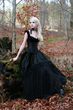 I don't think anyone would be surprised if I had a goth wedding.  I love this dress & it's another possibility for me. Lol