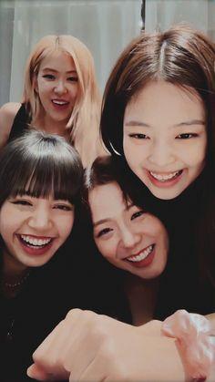 "4 Katil ve 7 Polis *Blackpink×Bts* Jennie ""Now slowly put that gun down? These are not a thing of the Kpop Girl Groups, Korean Girl Groups, Kpop Girls, Divas, Kim Jennie, Pink Wallpaper Simple, Memes Blackpink, Black Pink Kpop, Blackpink Members"