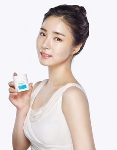 Known for her clean image and healthy, youthful complexion, actress Shin Se Kyung has been chosen as…