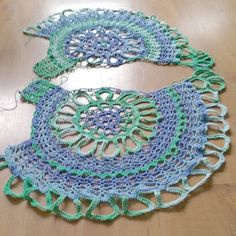 Let the joining begin 💙💚💛 crochetgirlgang crochet haken häkeln hækle spanishtop alize cottongoldbatik yarn igcrochet… Beau Crochet, Pull Crochet, Crochet Cover Up, Irish Crochet, Crochet Lace, Crochet Circle Vest, Crochet Circles, Crochet Motifs, Crochet Cardigan