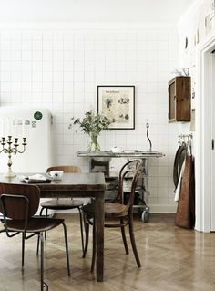 The One Thing You Won?t Find in a Minimalist Kitchen Tiny Living, Living Spaces, Interior Design Living Room, Interior Decorating, Decorating Ideas, Couch Magazin, Interior Design Plants, Shabby, Minimalist Kitchen