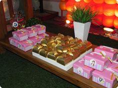 Festa Pronta - A Bela e a Fera - Tuty - Arte & Mimos www.tuty.com.br Que tal usar esta inspiração para a próxima festa? Entre em contato com a gente! www.tuty.com.br #festa #personalizada #party #tuty #aniversario #bday #rosa #lilas #floral #flores #cute #bela #fera #beuty #beast #princess