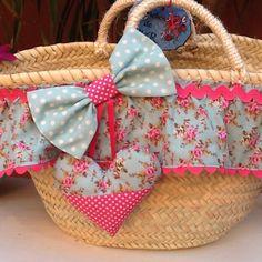 Resultado de imagen de capazos playa Cane Baskets, Beach Basket, Diy Sac, Baby Chair, Thread Art, Creation Couture, Basket Bag, My Bags, Diy And Crafts