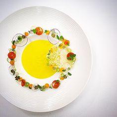 Saffron flavored potato cream soup with a garden salad by (food art salad) Michelin Star Food, Plate Presentation, Soup Plating, Cream Soup, Food Decoration, Molecular Gastronomy, Edible Art, Teller, Culinary Arts