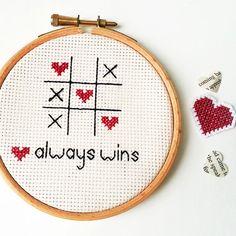 Arte de la pared bordada - marco romántico amor Cross Stitch bordado aro - el amor siempre gana