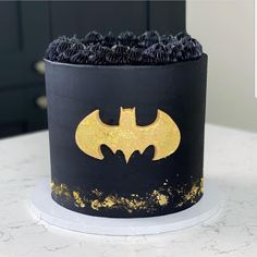 Homemade Batman Cake Ideas That Look Great - Novelty Birthday Cakes Batman Birthday Cakes, Novelty Birthday Cakes, Batman Cakes, Birthday Star, Lego Cake, Minecraft Cake, Minecraft Houses, One Direction Cakes, Monster High Cakes