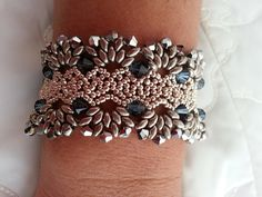 Dallas Bracelet tutorial made with  Superduo, 11/0 seed beads, 4mm & 6mm  Swarovski beads by  RDVivajewelry on Etsy