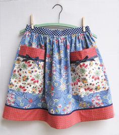 Big Pocket Aprons – Vintage Clover Chintz and Floral Tablecloth