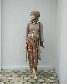 Dwihandaanda Source by belvagoosby outif Kebaya Modern Hijab, Kebaya Muslim, Muslim Dress, Muslim Fashion, Modest Fashion, Fashion Outfits, Fasion, Casual Hijab Outfit, Casual Outfits