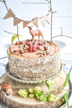 Nuss Nougat Torte Here's a recipe for a nut nougat cake with cinnamon apples and salt caramel fudge. Nougat Torte, Torte Recipe, Salted Caramel Fudge, Cupcake Frosting, Baking With Kids, Modeling Chocolate, Fondant Tutorial, Brownie, Birthday Cupcakes