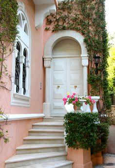 Italian Home, Italian Villa, Beautiful Buildings, Beautiful Places, French Riviera Style, Beach Trip, Hawaii Beach, Oahu Hawaii, Beach Travel
