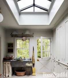Mud room with dutch door and tasteful skylight New England Decor, New England Style, Floor To Ceiling Cabinets, Decoracion Vintage Chic, Back Doors, My Dream Home, Dream Homes, Beautiful Homes, House Beautiful