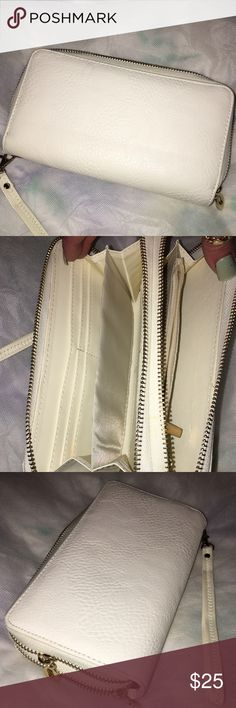 LARGE DOUBLE ZIP WALLET/WRISTLET .. WHITE & GOLD STYLISH MULTI USE DOUBLE ZIP WALLET/WRISTLET.. ZIP Pocket INSIDE With MANY CARD HOLDERS.. GREAT CONDITION.. GOES WITH ANY OUTFIT OR BAG.. holds many items Bags Clutches & Wristlets