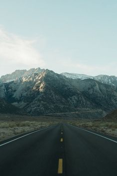 The highlights of this Eastern Sierra & Highway 395 road trip include majestic mountain peaks and unusual natural attractions such as Mono Lake and the Buttermilk Boulders. Allow one week for this driving itinerary. Road Trip Usa, June Lake, M Wallpaper, Mammoth Lakes, Road Trip Hacks, Environment Concept Art, Travel Inspiration, Places To Go, National Parks