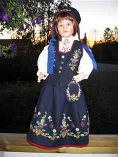 Bunadsdukker - www. Folk Fashion, Lofoten, 18 Inch Doll, Girl Dolls, Norway, Crochet Projects, American Girl, Folk Art, Scandinavian