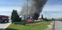 Взрив избухна, след като тир се вряза в бензиностанция (ВИДЕО)