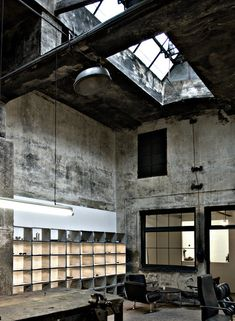 Like this industrial chic loft - Look at Minimal Interior Design Industrial Interior Design, Industrial Living, Industrial Interiors, Industrial Chic, Industrial Office, Industrial Lamps, Industrial Bedroom, Industrial Wallpaper, Industrial Stairs